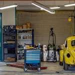 Regały półkowe – wyposażenie garażu, na którym nie warto oszczędzać